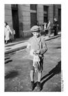 Foto Joodse jongen met armband in Radom, Polen