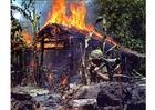 Foto brandend Vietcong kamp