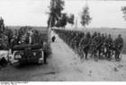Foto Bueschel - Himmler aanschouwt troepen