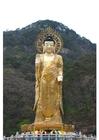 Foto gouden Maitreya standbeeld