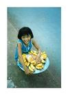 Foto kinderarbeid, verkoopster op straat