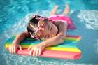 Foto meisje in zwembad